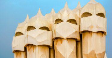 Die mysteriösen Masken von Gaudi am Casa Milla in Barcelona