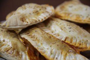 aufeinander liegende Empanadas