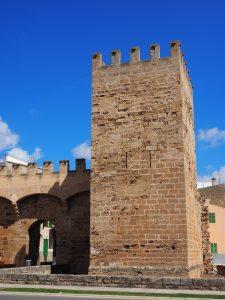 Einer der Türme der Burg Sant Sebastia in Begur