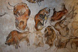 Tiere auf einer Wand gezeichnet