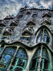 Fasade eines Gebäudes vom Architekten Gaudi