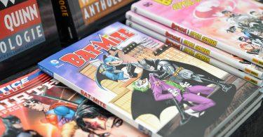 ein Stand mit verschiedenen Comics ausgestellt, unter anderem Batmite und Wonderwomen