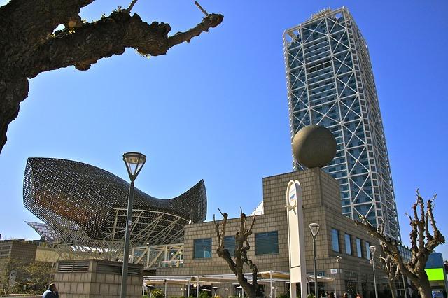 moderne Architektur an der Barceloneta