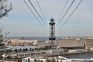 Turm der Seilbahn zum Montjuïc mit Aussicht auf den Hafen Barcelonas