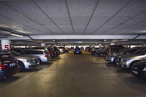 Tiefgarage mit allen Parkplätzen besetz