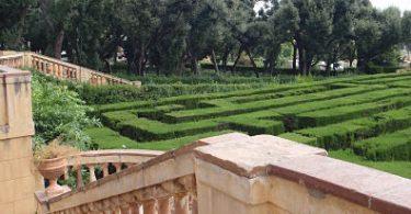 Blick auf das Labyrinth von Horta von der Terrasse des Palastes