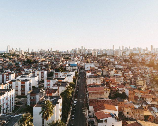 eine Großstadt mit vielen Nachbarschaftsgemeinden